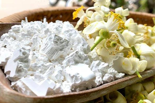 ướp bột sắn dây với hoa bưởi