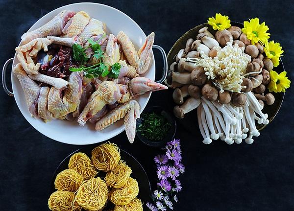 lẩu gà nấu nấm